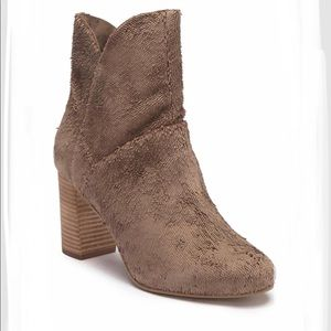 SEYCHELLES PROP LEATHER BOOT IN TAUPE SIZE 6.5M